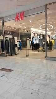 Photo du 20 novembre 2017 11:38, H&M, Unirea Shopping Center, Piața Unirii 1, București 030119, Roumanie