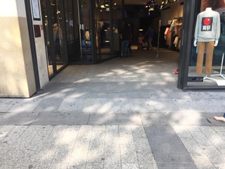 Foto vom 26. August 2017 14:32, H&M, 88 Av. des Champs-Élysées, 75008 Paris, France