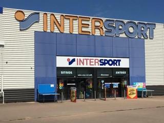 Foto vom 16. November 2017 20:44, Intersport, Centre Commercial Val de Loire, 58200 Cosne-Cours-sur-Loire, Frankreich
