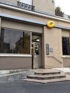 Foto vom 24. Oktober 2017 15:48, La Banque Postale, 28 Rue du Télégraphe, 75020 Paris, France