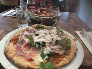 Foto del 27 de septiembre de 2017 13:00, La Perla Pizzeria, Tweede Tuindwarsstraat 53, 1015 RZ Amsterdam, Pays-Bas
