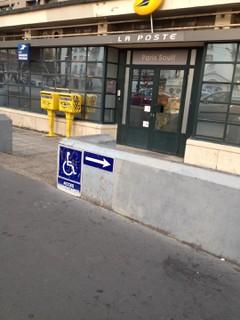 Foto del 19 de octubre de 2017 6:42, La Poste, 137 Boulevard Soult, 75012 Paris, France