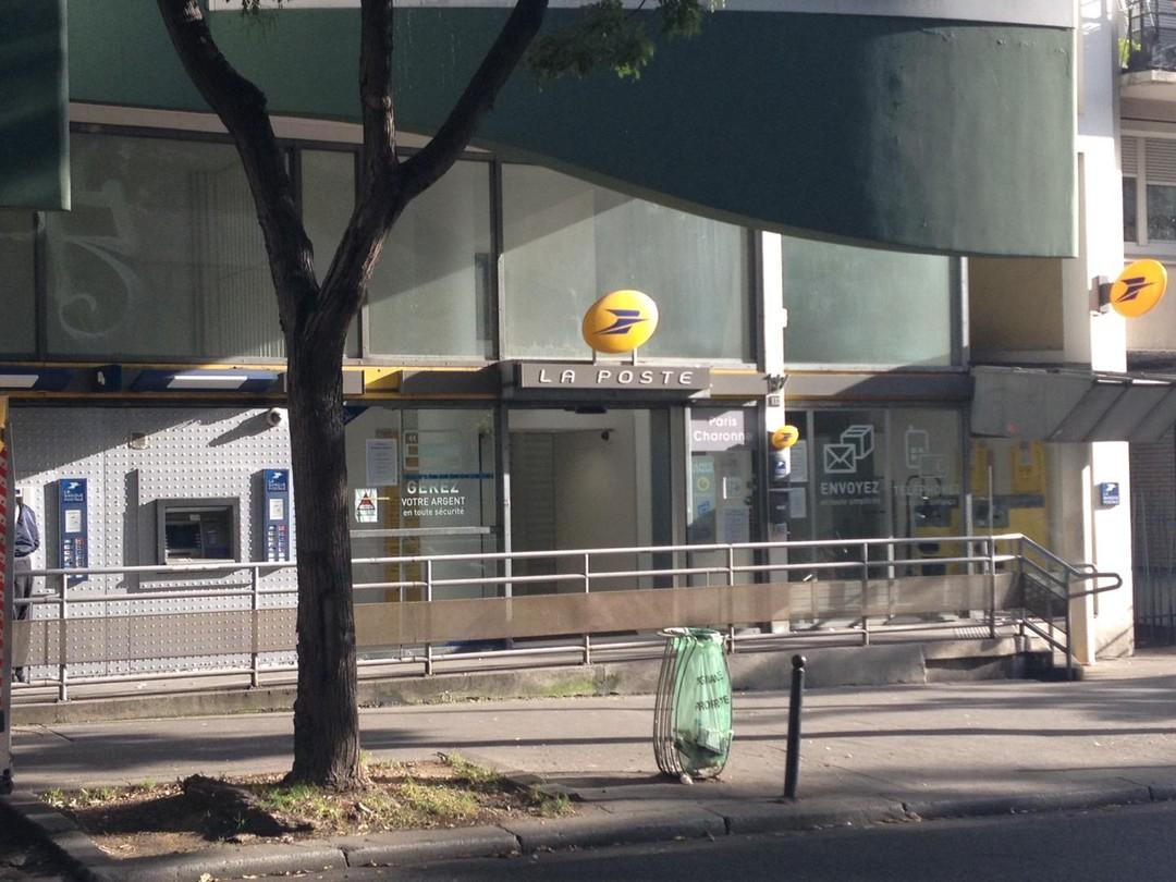 Foto del 5 de noviembre de 2017 9:51, La Poste, 132 Rue des Pyrénées, 75020 Paris, Francia