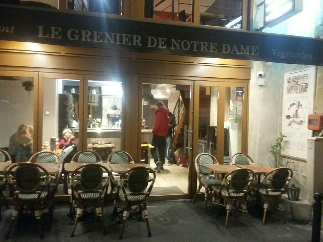 Foto vom 13. November 2017 16:48, Le Grenier De Notre Dame, 18 Rue de la Bûcherie, 75005 Paris, Frankreich
