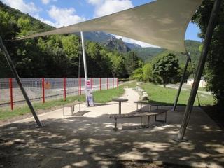 Foto del 22 de junio de 2017 14:54, Le Train Rouge, train du Pays Cathare et du Fenouillèdes, Puilaurens-Est, 11140 Puilaurens, France
