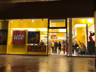 Foto del 16 de febrero de 2017 20:52, Lego, Disney Village, 77700 Chessy, France