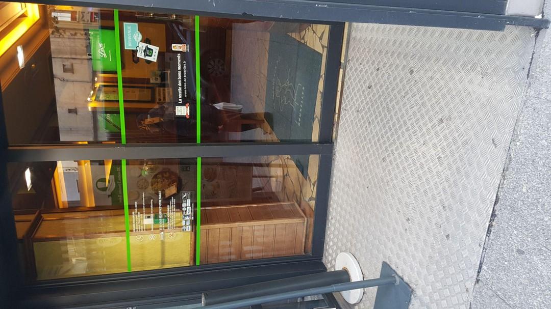 Photo of the November 19, 2017 3:22 PM, Léon de Bruxelles - Place de Clichy, 8 Place de Clichy, 75009 Paris, France