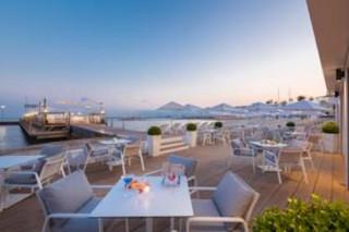 Foto del 31 de octubre de 2017 19:14, Long Beach Restaurant - Plage, The Croisette, 06400 Cannes, France
