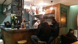 Foto vom 16. November 2017 17:20, Louisette bar à grignoter, 50 Rue Raymond Losserand, 75014 Paris, France
