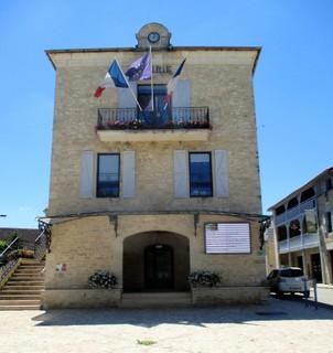 Photo du 8 juillet 2018 14:41, Mairie de Labastide Murat, Place de la Mairie, 46240 Labastide-Murat, France