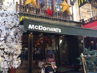 Photo du 29 novembre 2016 14:26, McDonald's, 119 Rue Saint-Lazare, 75008 Paris, Frankreich