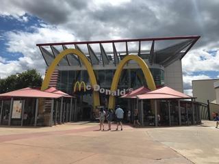 Foto vom 25. Juni 2017 13:44, McDonald's, ZAC dit du Parc et du Centre Touristique, Lieu dit Disney Village, 77700 Chessy Coupvray, Francia