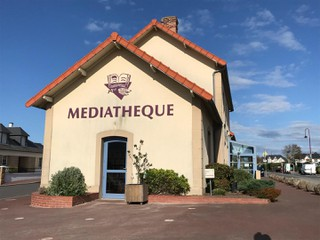 Photo du 11 octobre 2017 13:34, Médiathèque, Place de la Gare, 50380 Saint-Pair-sur-Mer, France