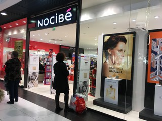 Foto vom 19. November 2017 08:42, Nocibé, 75 Avenue Montaigne, 49000 Angers, France