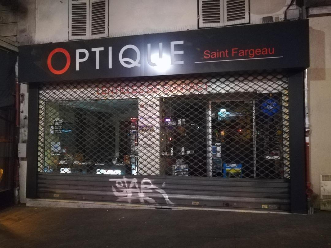 Foto vom 29. Mai 2017 20:39, Optique Saint-Fargeau, 6 Place Saint-Fargeau, 75020 Paris, Frankreich
