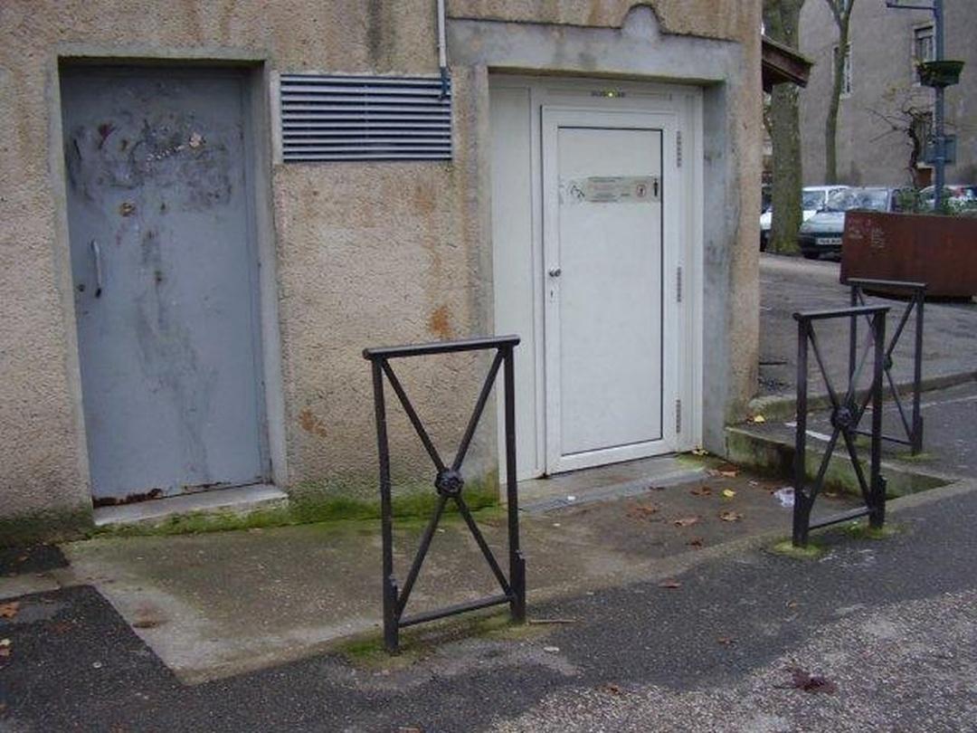 Public Bathroom - WC place La Fayette , Cahors