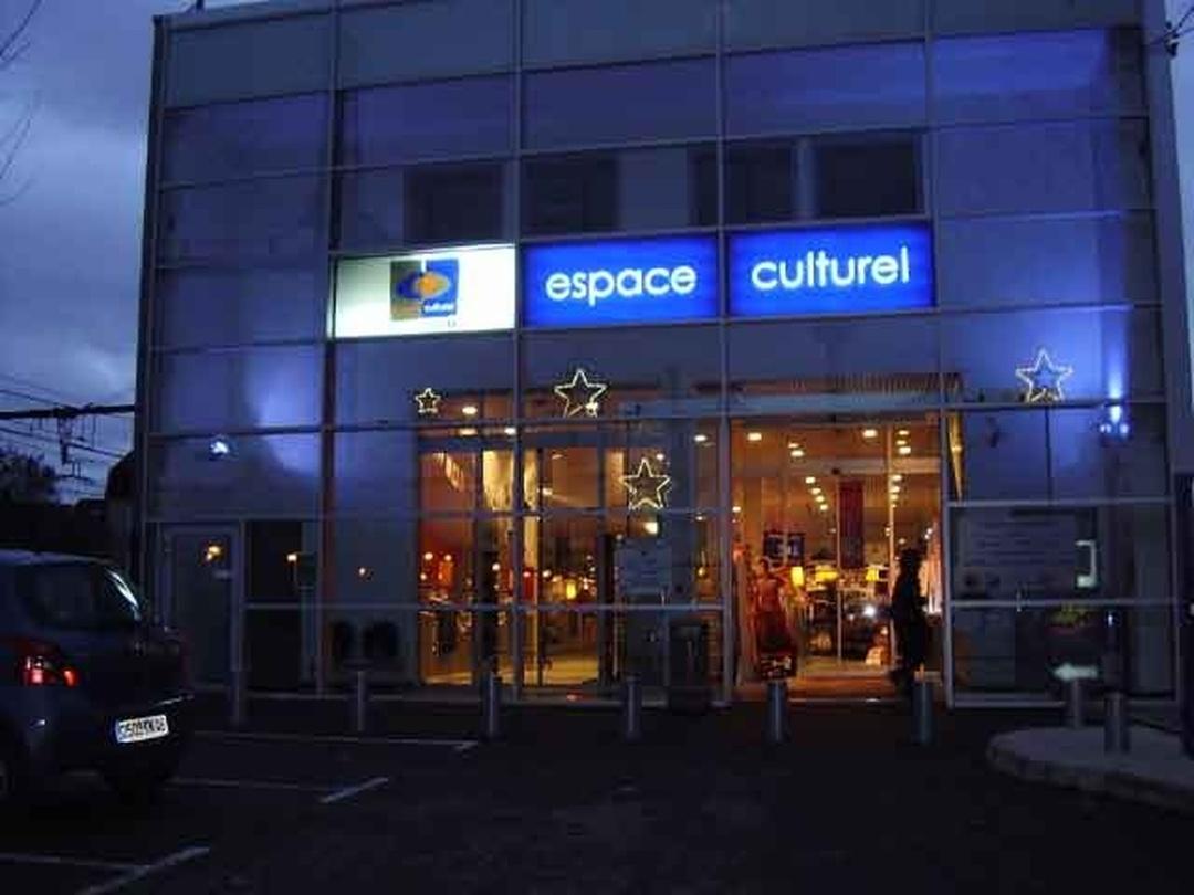 Foto vom 5. Februar 2016 18:50, Espace Culturel E-Leclerc à Cahors, 60 Avenue Pierre Semard, 46000 Cahors, Frankreich