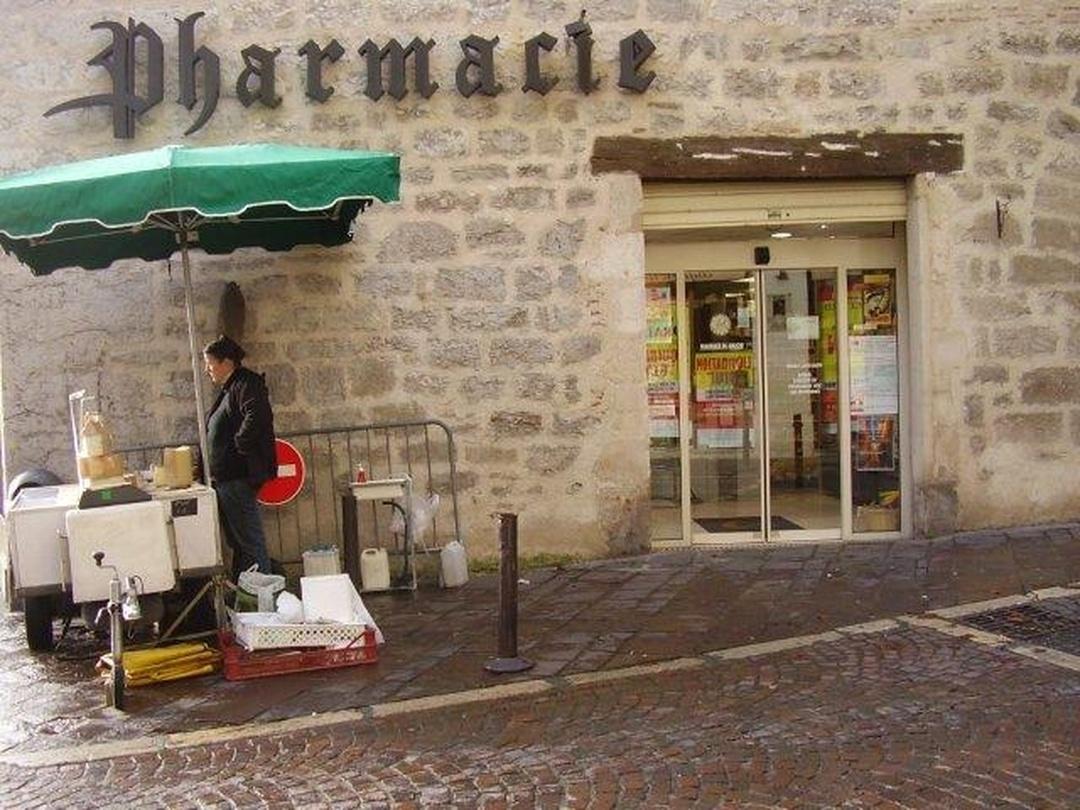 Foto vom 5. Februar 2016 18:50, Pharmacie du Marché, Place Jean Jacques Chapou, 46000 Cahors, Frankreich