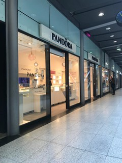 Photo du 26 octobre 2017 09:55, Pandora, Centre commercial Gare Saint Lazare, 1 Cour du Havre, 75008 Paris, France