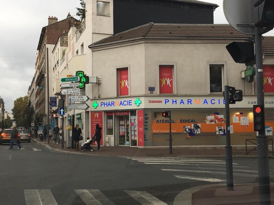Photo du 10 novembre 2017 03:51, Pharmacie Carrefour De Weiden, 116 Boulevard Gallieni, 92130 Issy-les-Moulineaux, France