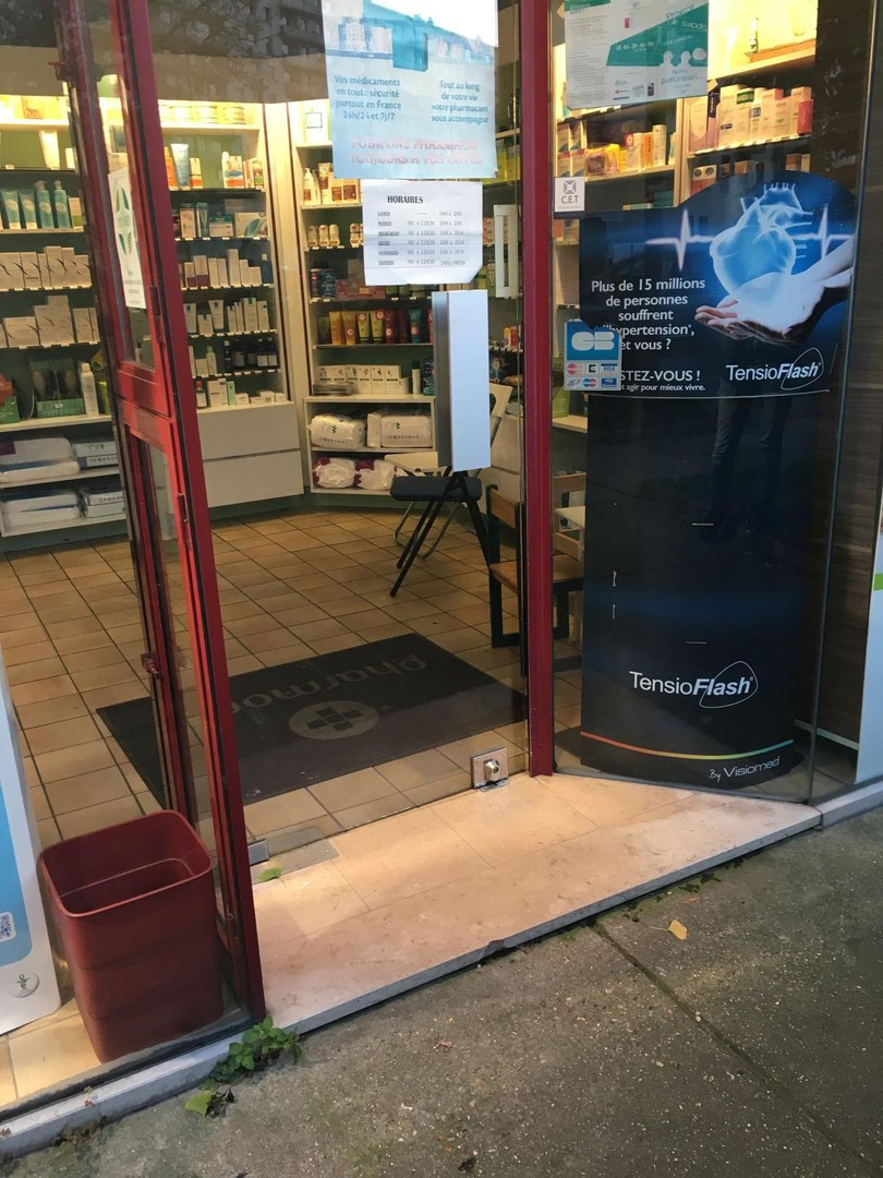 Photo of the March 20, 2018 4:02 PM, Pharmacie Du Rond Point, 6 Avenue Victor Hugo, 92220 Bagneux, France