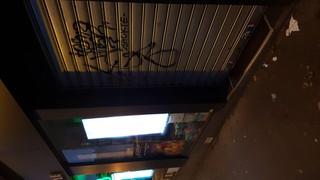 Foto del 16 de noviembre de 2017 6:37, Pharmacie Générale, 11 Rue Lepic, 75018 Paris, France
