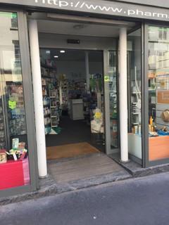 Foto del 8 de febrero de 2018 16:27, Pharmacie Paris-Charonne, 136 Rue de Charonne, 75011 Paris, Frankreich