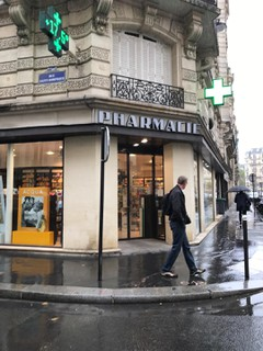 Foto vom 13. September 2017 12:07, Pharmacie Peron, 114 Rue Saint-Dominique, 75007 Paris, France