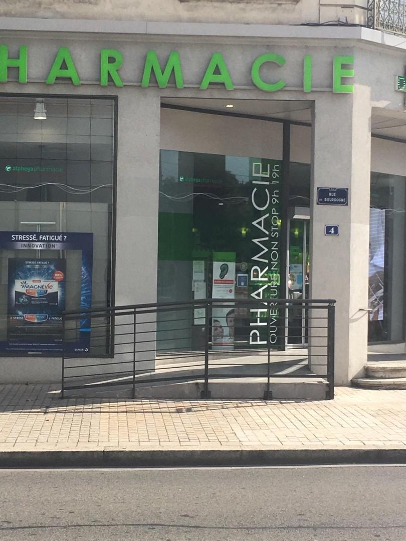 Foto vom 15. September 2017 08:19, Pharmacie de Bourgogne, 4 Rue de Bourgogne, 69009 Lyon, Frankreich