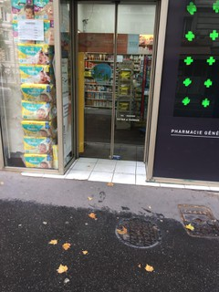 Foto vom 20. März 2018 14:58, Pharmacie de la Mairie, 1 Rue Armand Carrel, 75019 Paris, Francia