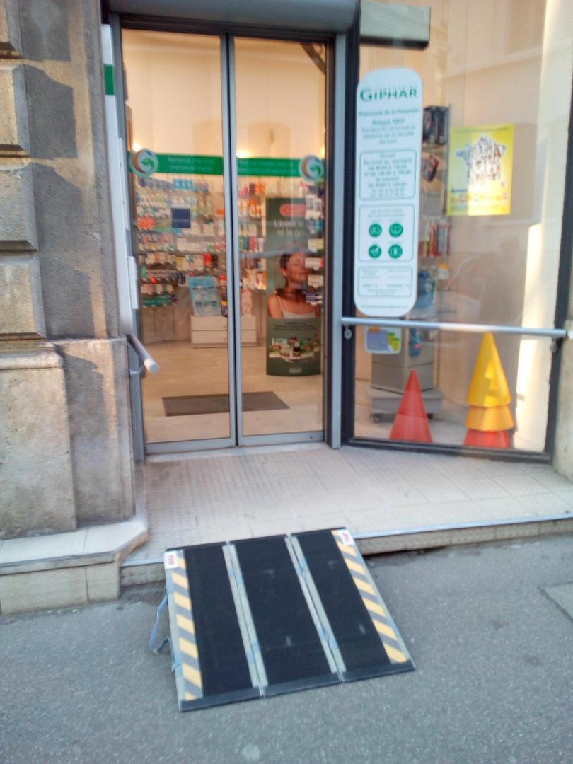 Foto vom 27. Juni 2017 13:20, Pharmacie de la Passerelle, 34 Rue Plat A l'angle de la Rue Sala, 69002 Lyon, Frankreich
