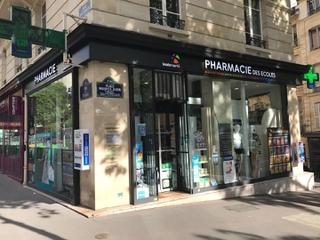 Foto vom 12. Mai 2017 07:49, Pharmacie des Ecoles / Maïwenn Loireau, 6 Rue des Écoles, 75005 Paris, France
