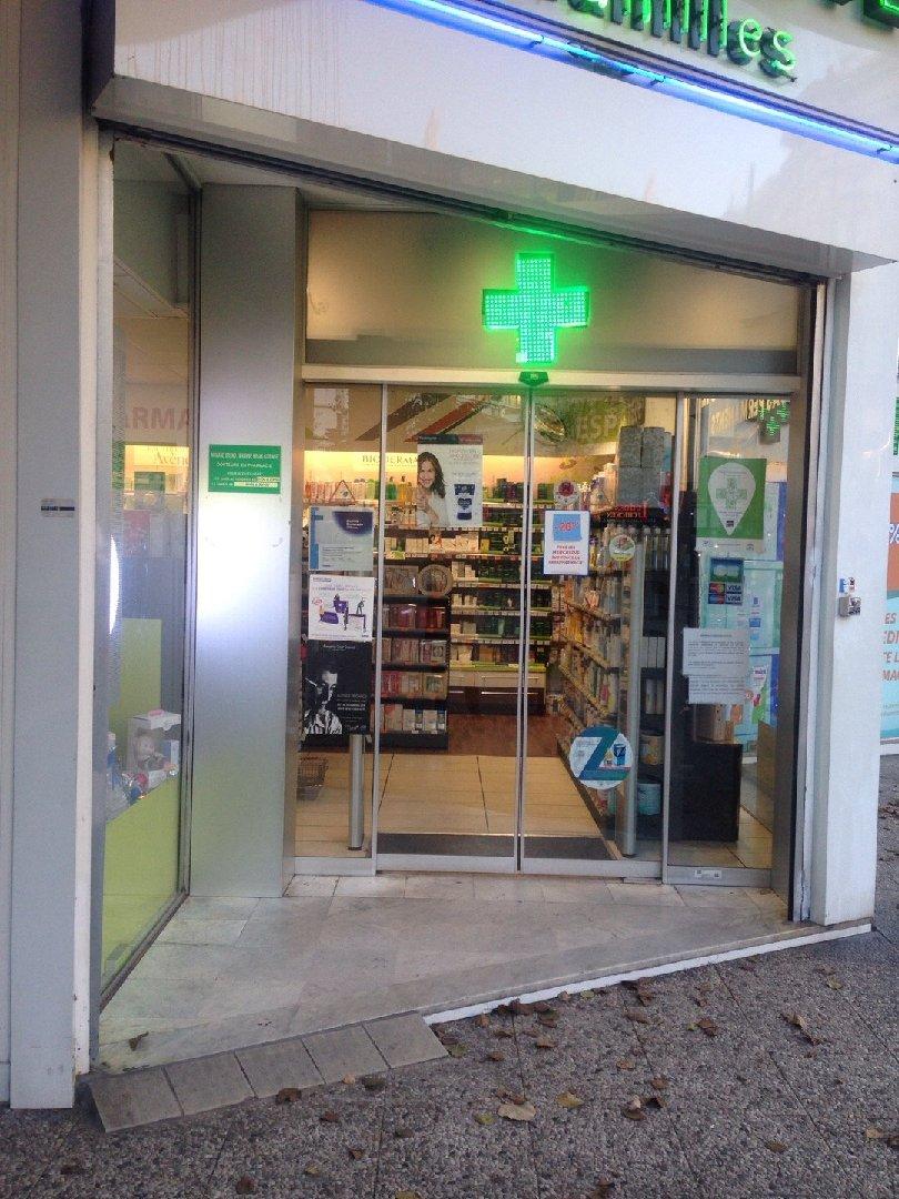 Foto vom 3. Dezember 2016 14:24, Pharmacie des Familles well&well, 50 Rue de Paris, 93260 Les Lilas, Frankreich