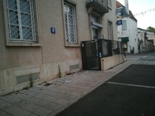 Photo of the June 17, 2017 7:54 PM, La Poste, 7 Place François Mitterrand, 21140 Semur-en-Auxois, France