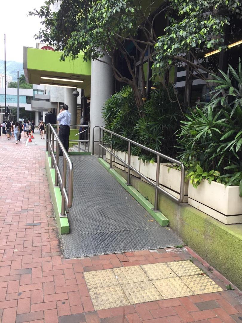 Foto vom 8. Juni 2017 16:44, Quarry Bay Mtr exit A, King's Road, Hong Kong