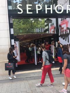Foto vom 2. September 2017 14:14, Sephora, 70-72 Av. des Champs-Élysées, 75008 Paris, France