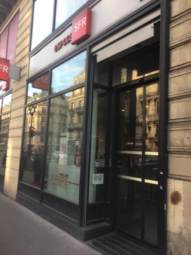 Foto del 25 de octubre de 2017 14:53, SFR, 43-45 Avenue de l'Opéra, 75002 Paris, Francia
