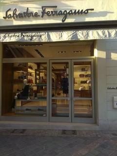 Foot Locker. Magasin de chaussures. 1050 Brussels. 2. 6. 1 · Photo du 8  novembre 2018 14 53, Salvatore Ferragamo Brussels Store, Boulevard de ffbfa908cfd