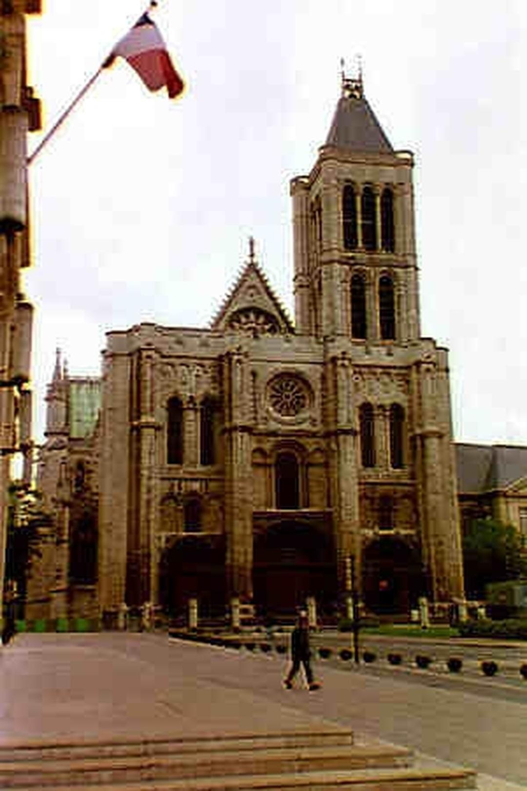 Photo du 5 février 2016 18:48, Basilique Cathédrale de Saint-Denis, 1 Rue de la Légion d'Honneur, 93200 Saint-Denis, France