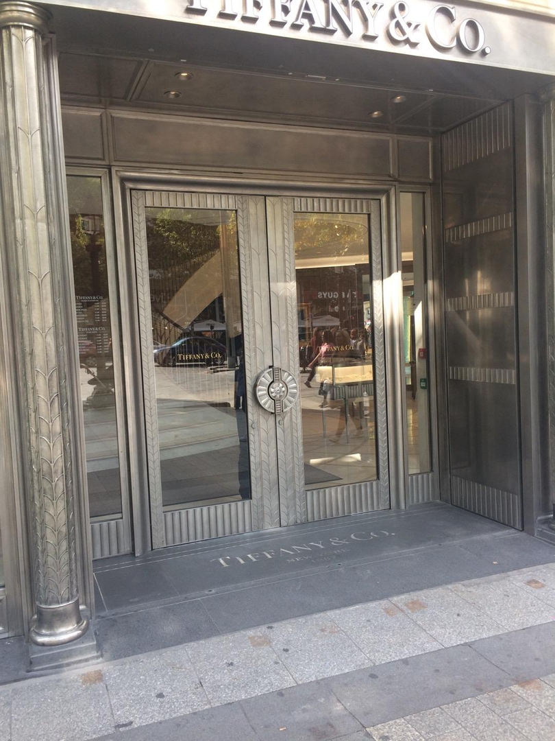 Foto vom 2. September 2017 14:25, Tiffany & Co., 62 Av. des Champs-Élysées, 75008 Paris, Frankreich