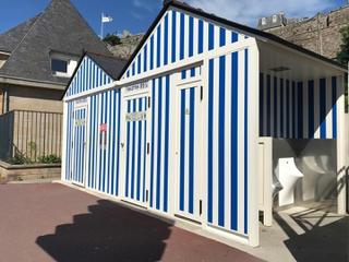 Photo du 10 juin 2017 10:25, Toilettes publiques, 80 Rue du Port, Granville, France