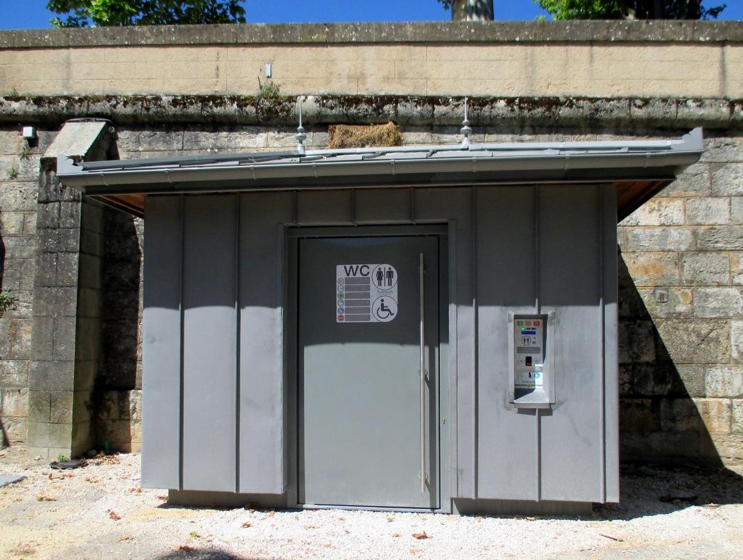 Photo du 19 juin 2017 09:42, WC PMR Acacias, Place des Acacias, 46000 Cahors, France