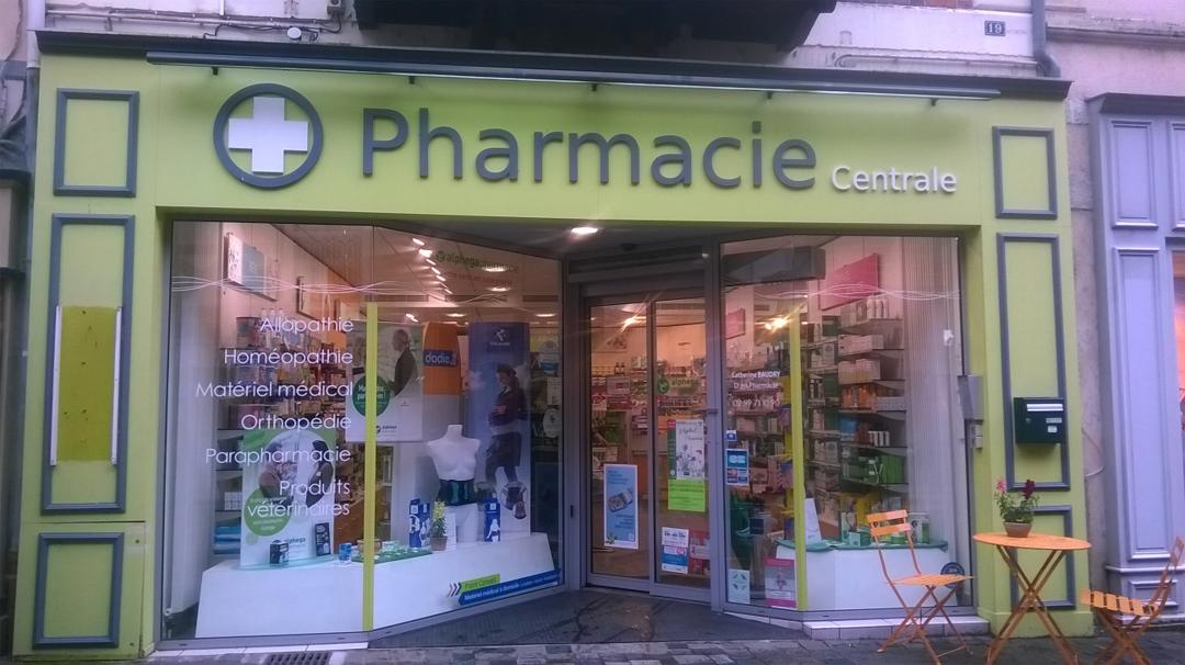 Photo du 24 mai 2016 22:49, Pharmacie Centrale, 12 Grande Rue, 35600 Redon, France