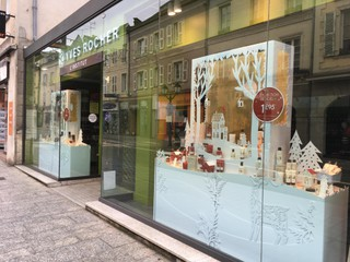 Foto vom 19. November 2017 14:10, Yves Rocher, 56 Rue du Général de Gaulle, 53000 Laval, France