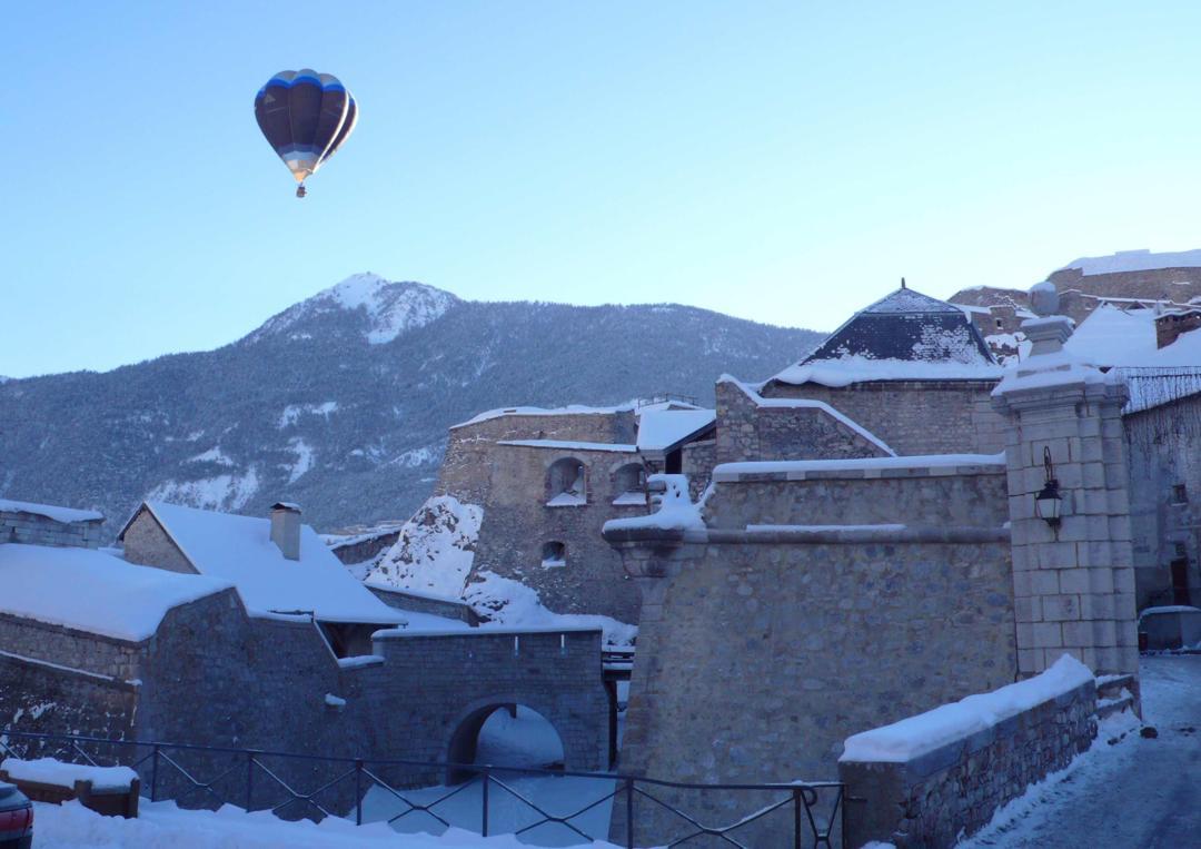 Cultural Center - P&C vols en montgolfière , Briançon