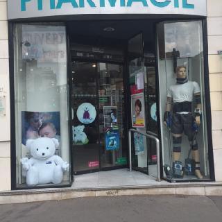 Foto vom 5. Februar 2016 18:56, Pharmacie Dupleix, 63 Boulevard de Grenelle, 75015 Paris, France