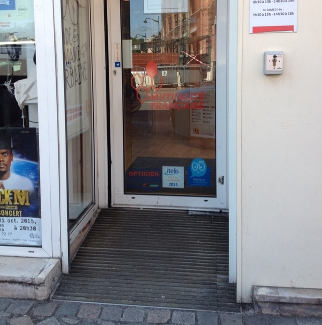 Foto del 5 de febrero de 2016 18:57, Les Opticiens Mutualistes, 21 Place Galignani, 91100 Corbeil-Essonnes, Francia