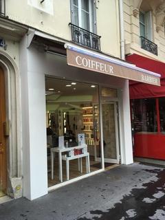 Foto del 3 de julio de 2017 21:02, coiffeur barbier, 54 Rue de Lévis, Paris, France