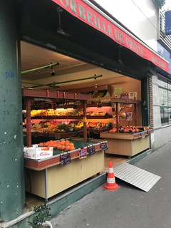 Photo du 17 novembre 2017 08:05, corbeille de fruits, Rue Charcot, Paris, France