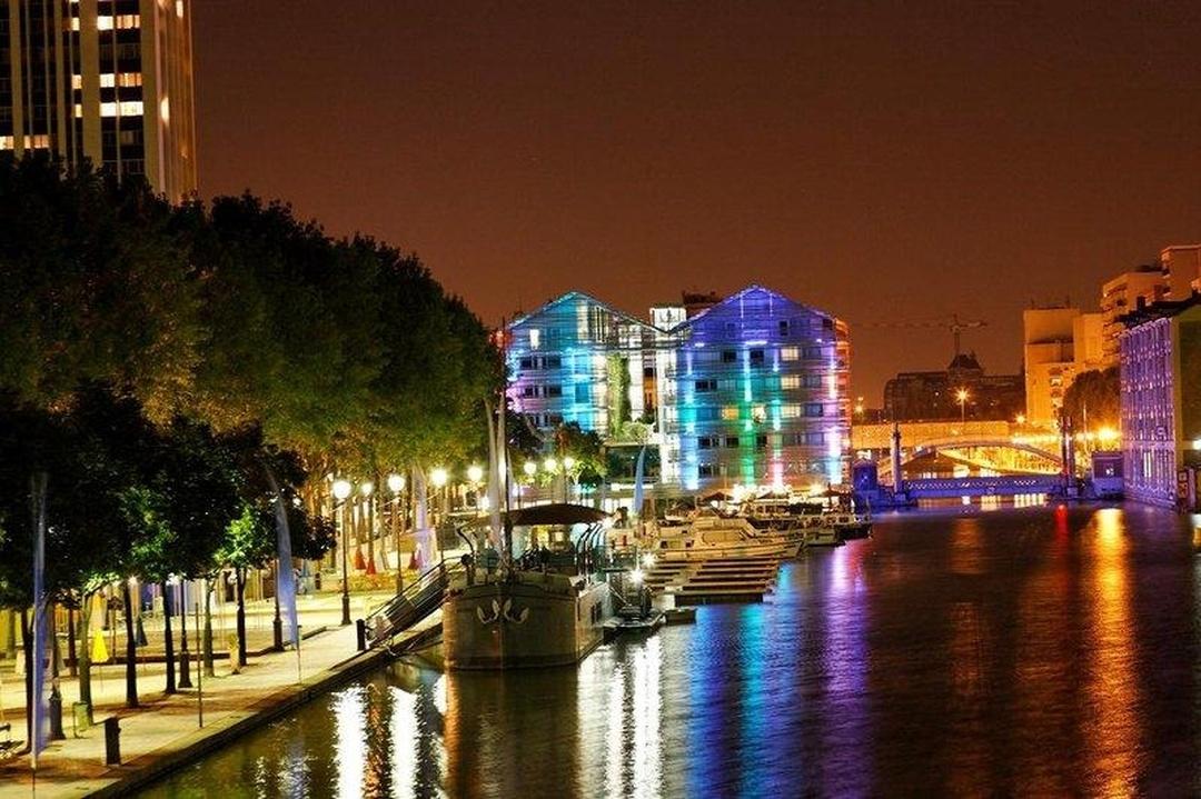 Foto vom 5. Februar 2016 18:54, Holiday Inn Express Paris - Canal de la Villette, 68 Quai De La Seine, Zac Du Bassin De La Villette, 75019 Paris, Frankreich